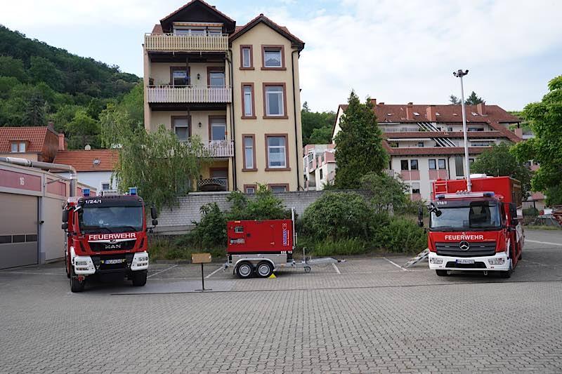 Die Fahrzeuge auf dem Hof der Hauptfeuerwache (Foto: Holger Knecht)