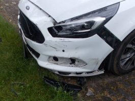 Der beschädigte Ford (Foto: Polizei RLP)