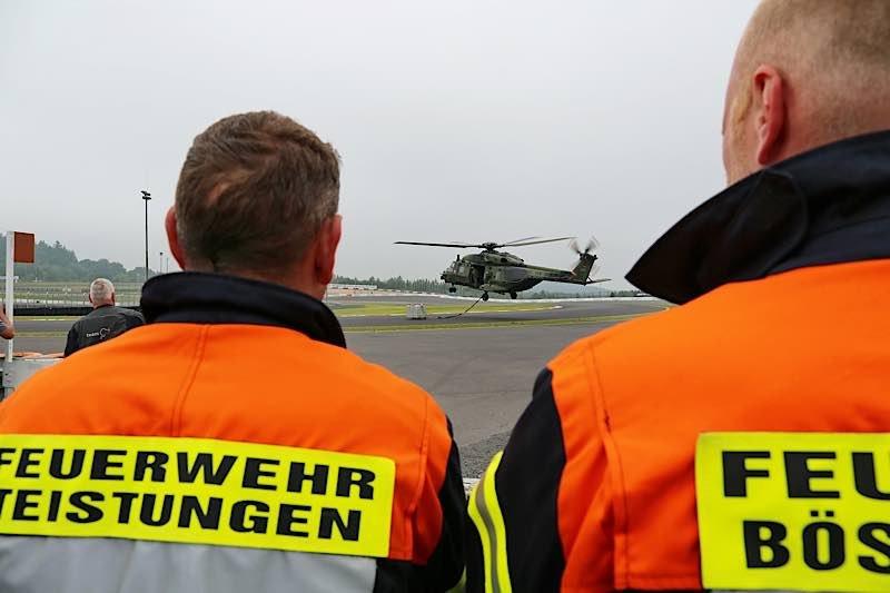 Ein Hubschrauber der Bundeswehr hebt ab. Die Einsatzkräfte bringen Hilfsgüter vom Nürburgring in die betroffene Region. (Foto: Nürburgring)