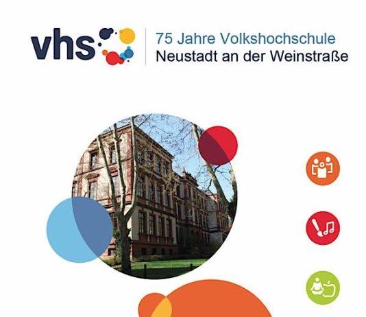 Das neue Programmheft der vhs ist da. (Foto: Stadtverwaltung Neustadt)