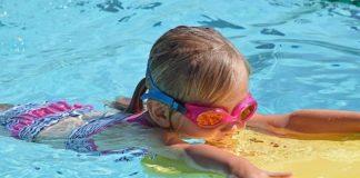 Symbolbild Kind Schwimmen (Foto: Pixabay)