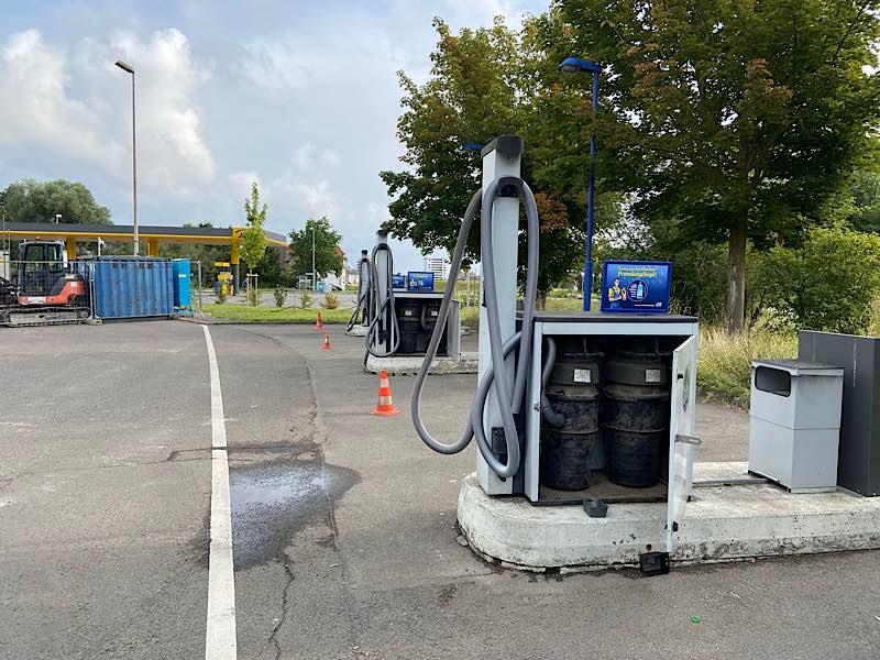 Aufgebrochene Staubsaugerautomaten (Foto: Polizei RLP)