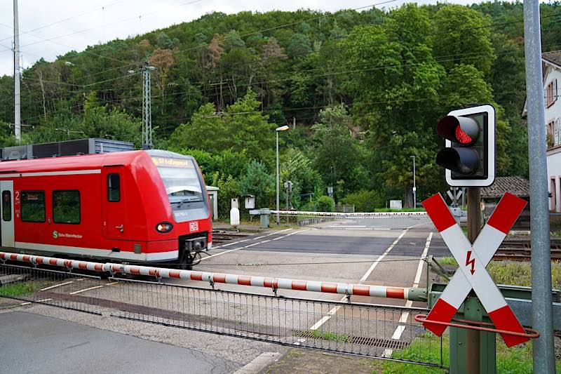 Der Bahnübergang in Weidenthal im August 2021 (Foto: Holger Knecht)