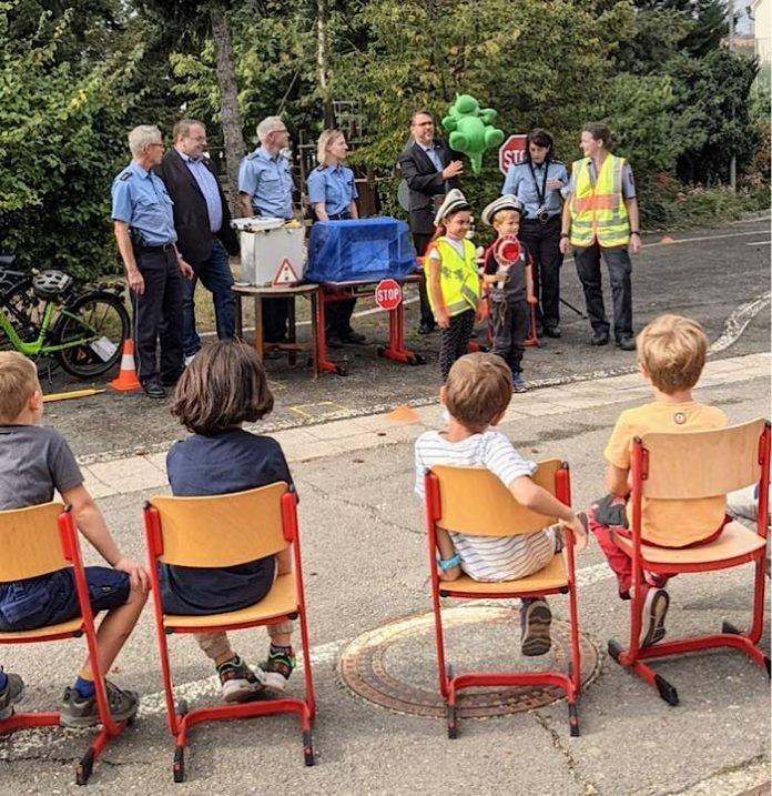 Willi Wachsam wurde in der Grundschule in Diedesfeld vorgestellt. (Foto: Stadtverwaltung Neustadt)