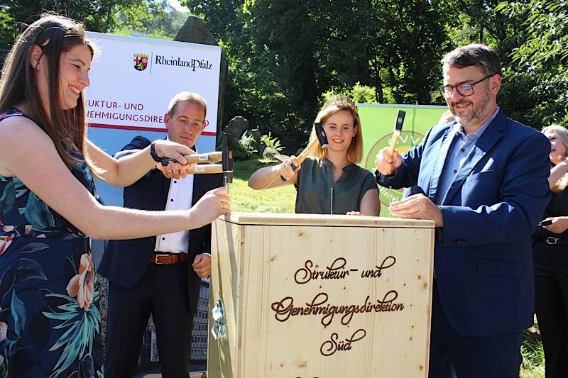 SGD Süd Foto1: Pfälzische Weinkönigin, SGD Süd-Präsident, Rheinhessische Weinkkönigin, OB Stadt Neustadt (Foto: SGD Süd)
