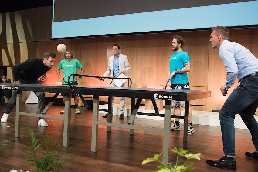 Headies-Einlage von Zehnkampf-Weltmeister Niklas Kaul (links) und Ex-FCK-Profi Oliver Schäfer (Foto: LSB/Thomas Böhm)