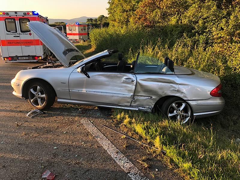 Verunfallter PKW Mercedes (Foto: Polizei RLP)