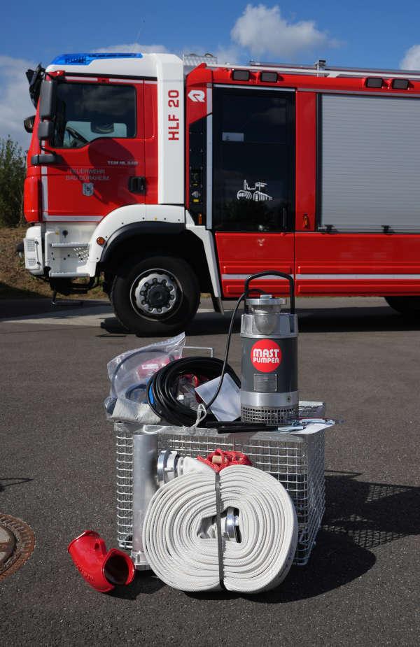 Übergabe der Tauchpumpen-Sets an acht Feuerwehr im Landkreis Bad Dürkheim (Foto: Holger Knecht)
