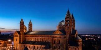 Nachtaufnahme des Speyerer Doms (Foto: Domkapitel Speyer / Klaus Landry)