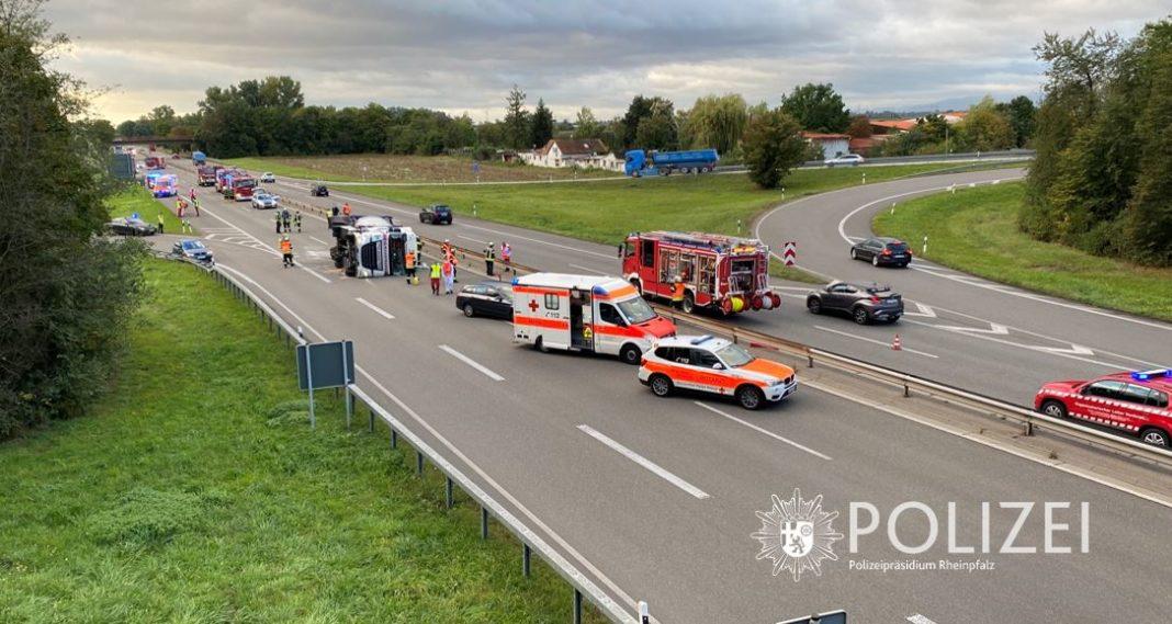Verkehrsunfall auf der B9 (Foto: Polizei RLP)