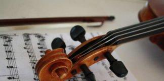 Symbolbild Violine Geige Musikinstrument (Foto: Pixabay/Wolfgang Gerth)