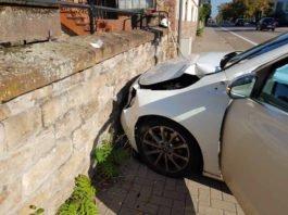 Verkehrsunfall an der Kreuzung am Rosengarten (Foto: Feuerwehr Neustadt)